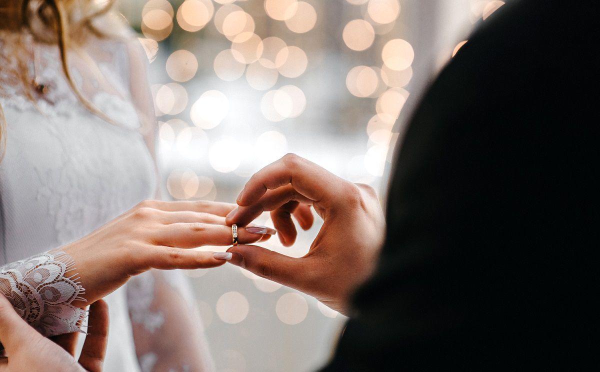 تفسير حلم زواج الزوج من زوجته مرة أخرى عند ابن سيرين والنابلسي زيادة