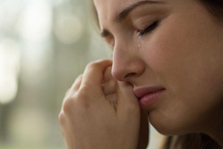 تفسير حلم البكاء الشديد للعزباء