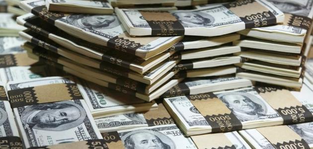 تفسير رؤية النقود الورقية في المنام عند الرجل والمرأة العزباء والمتزوجة زيادة