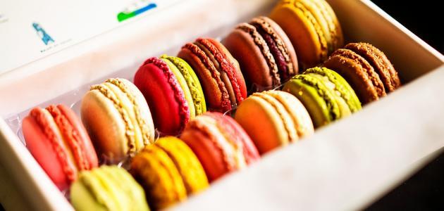 أكل الحلويات في المنام للعزباء وعلام يرمز زيادة