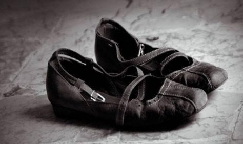 تفسير رؤية الحذاء في المنام للعزباء والمتزوجة والحامل والرجل والمطلقة زيادة