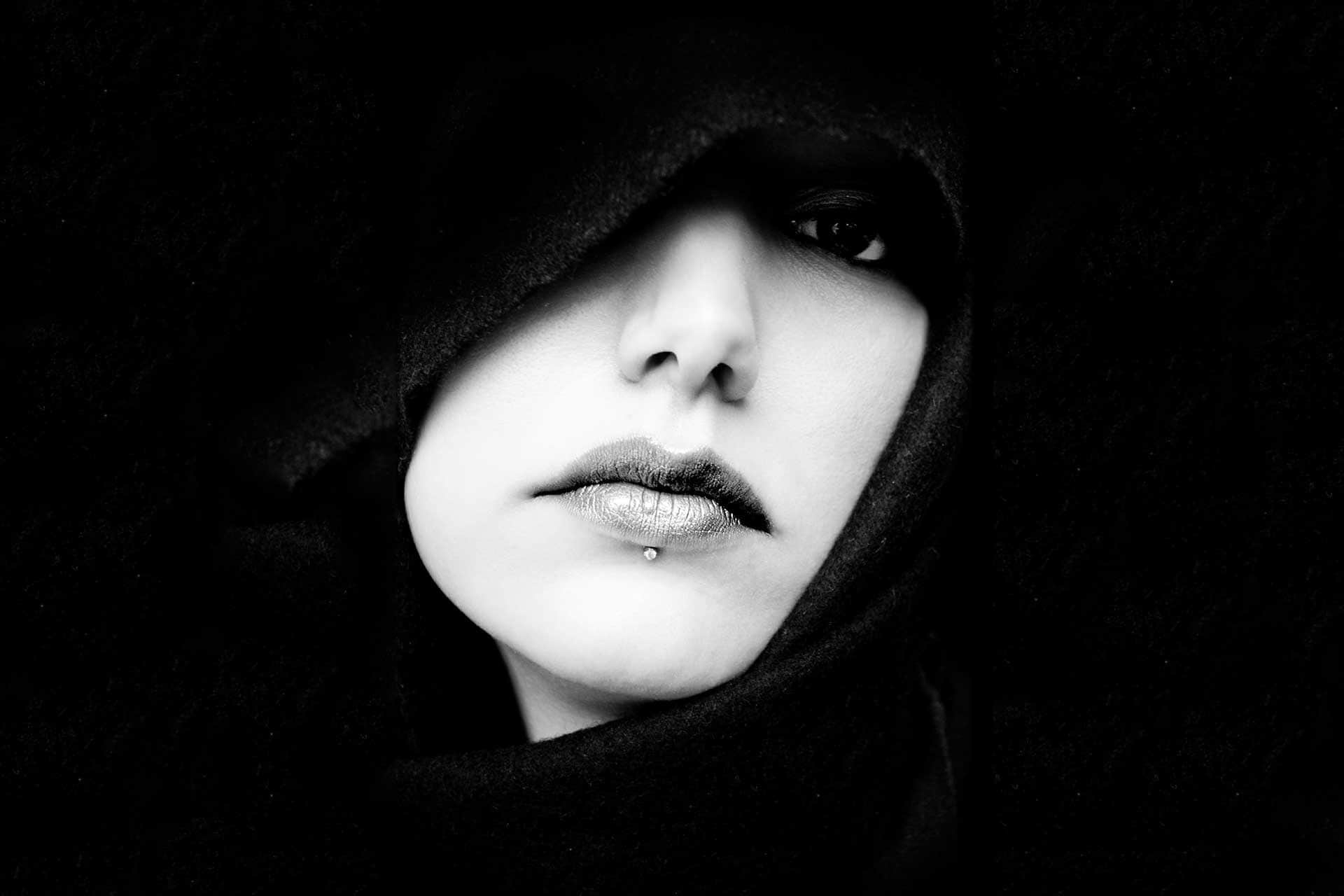 تفسير رؤية امرأة غريبة في المنام ورؤية المرأة العارية زيادة
