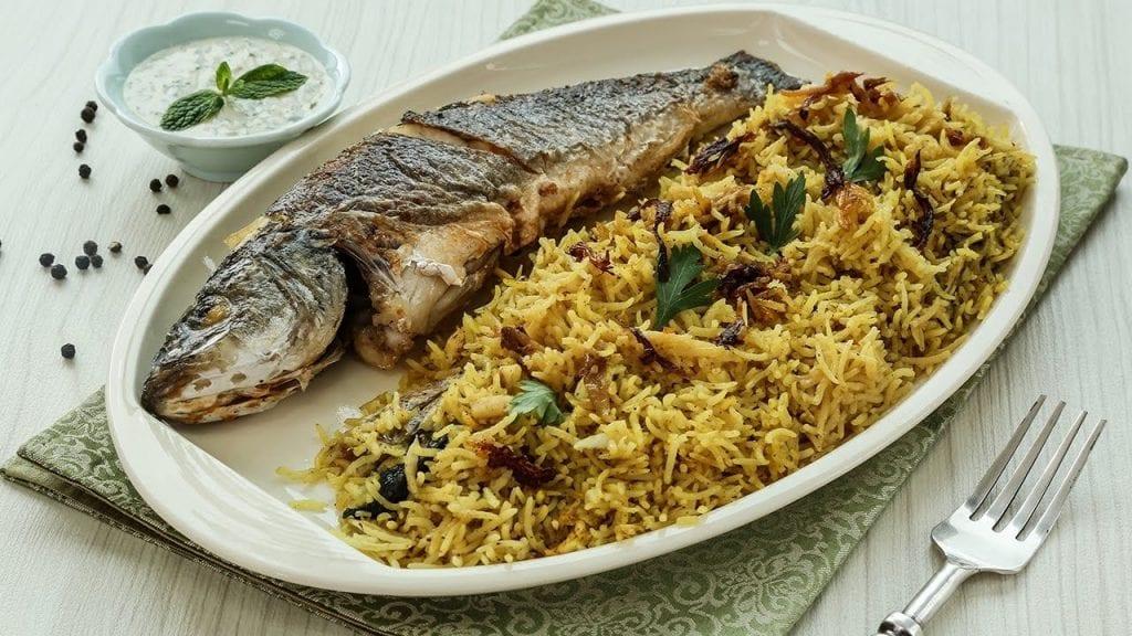 تفسير حلم أكل السمك مع الرز مع الاصدقاء والعزباء والمتزوجة زيادة