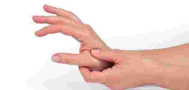 اسباب تنميل اليدين اثناء النوم