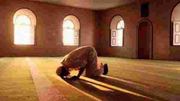 رؤية شخص يصلي في المنام ومعنى الصلوات الخمس في المنام زيادة