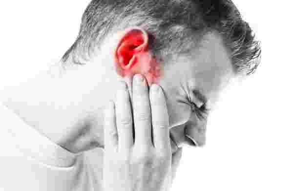 هل التهاب الأذن يسبب ألم في الرأس ؟