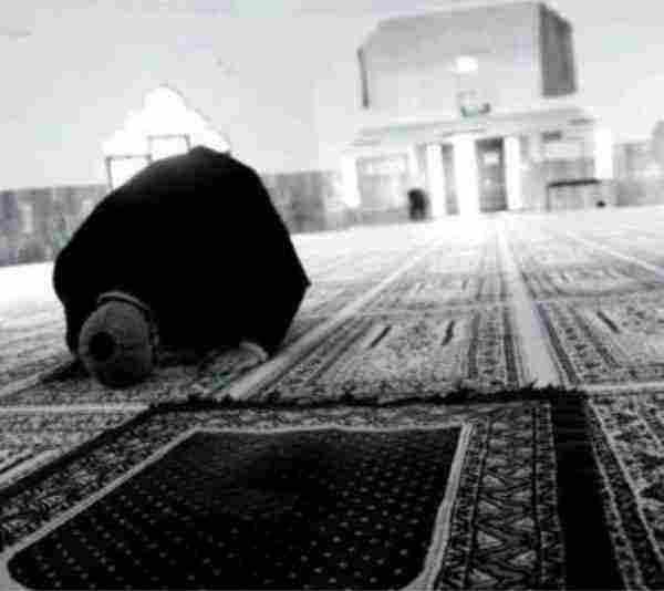 حوار بين شخصين عن الصلاة وأسباب التهاون في أدائها زيادة