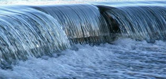 رؤية الماء الجاري في المنام والعكر وفي الأرض تفسيراته للعزباء وللمتزوجة زيادة