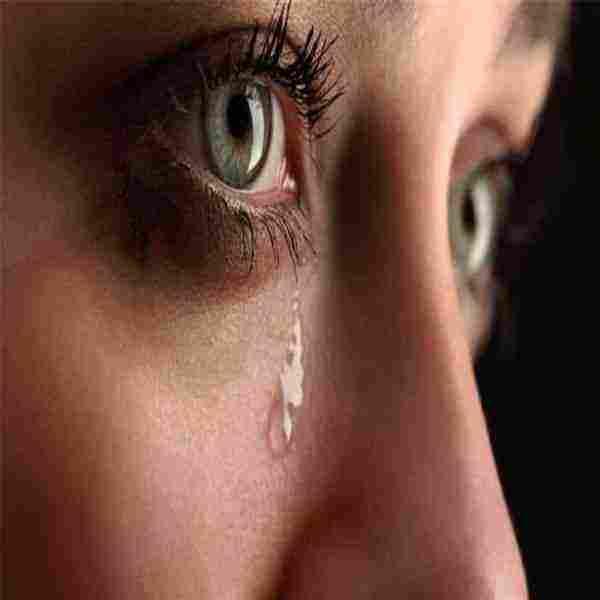 شخص اعرفه يبكي في المنام للفتاة العزباء والمرأة المتزوجة والرجل زيادة