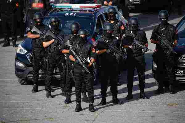 تفسير حلم الهروب من الشرطة أو الشرطة في المنام لابن سيرين والنابلسي وابن شاهين زيادة