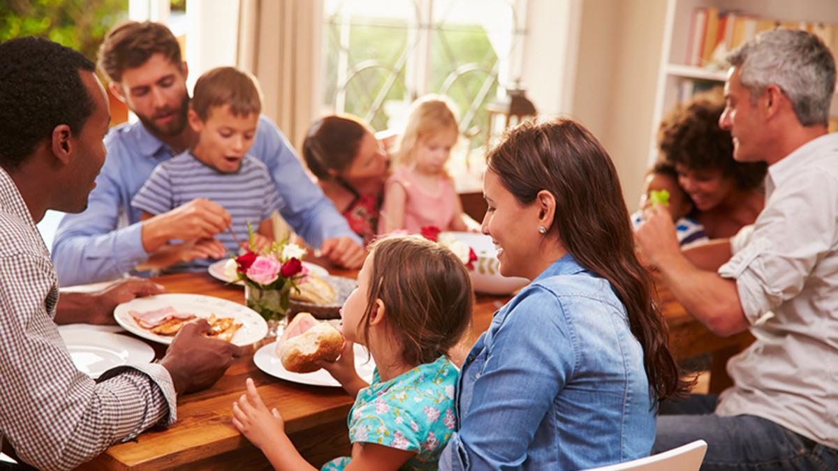 تفسير حلم تجمع الأقارب في البيت لابن سيرين والحلم بالشجار بينهم زيادة