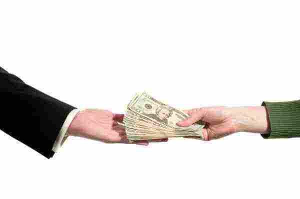 تفسير حلم الحصول على المال والعثور عليه في الشارع وإعطائه لشخص زيادة
