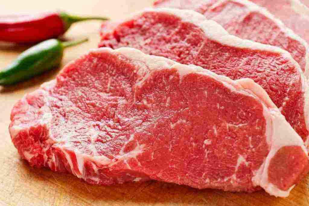 تفسير حلم اعطاء اللحم النئ للمتزوجة والعزباء والرجل زيادة