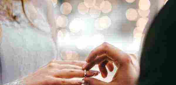 تفسير حلم المتزوجة أنها تنخطب وتفسير الخطبة للميت بكافة التفاصيل زيادة