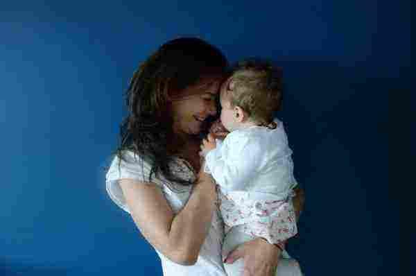 حلمت اني احمل طفلة بين يدي زيادة