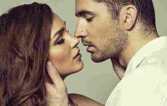 تفسير حلم قبلة الفم من الحبيب ورؤية الحبيب السابق للمرأة العزباء زيادة