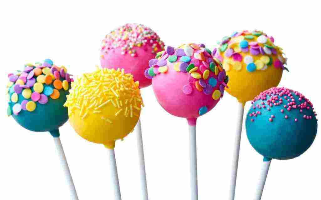 تفسير حلم الميت يعطي حلوى للعزباء والمتزوجة وللرجل زيادة