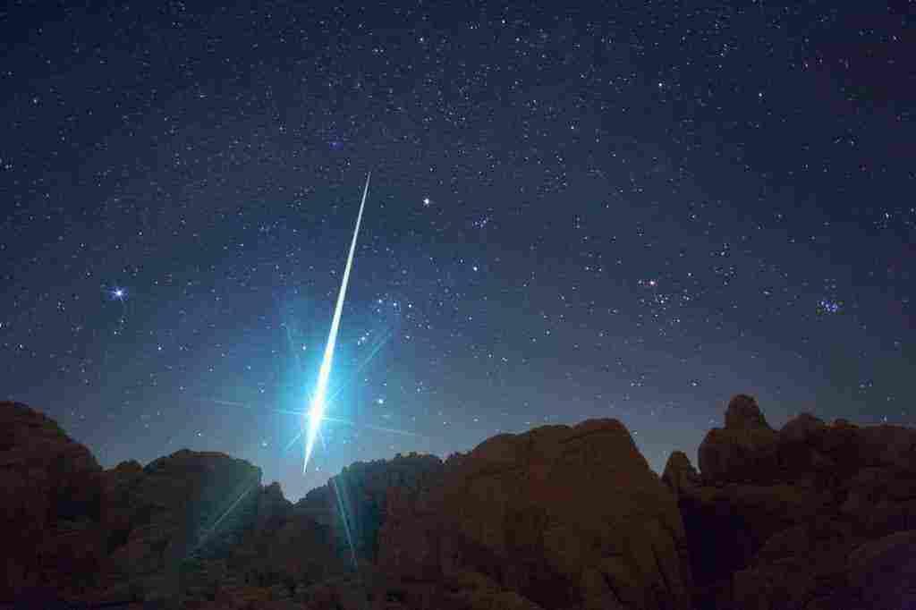 تفسير حلم نور ينزل من السماء زيادة