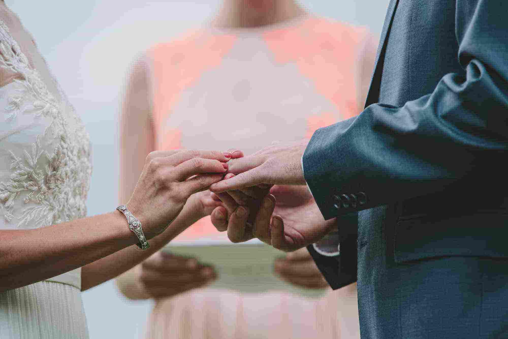 تفسير حلم زواج الزوج والبكاء لإبن سيرين زيادة