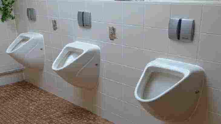 تفسير حلم التبول في الحمام في المنام حسب ابن سيرين والنابلسي زيادة