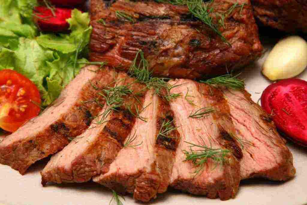تفسير اكل اللحم في المنام للعزباء والمتزوجة والحامل وأكل الخروف زيادة