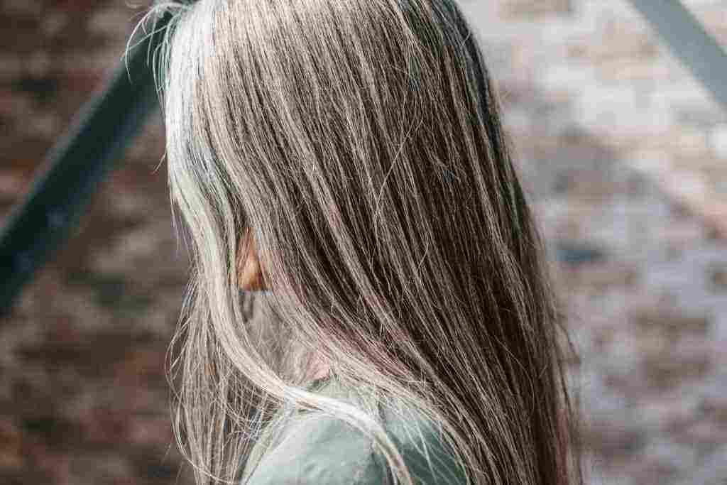 تفسير حلم شيب الشعر للبنات للمتزوجة والفتاة العزباء والحامل زيادة