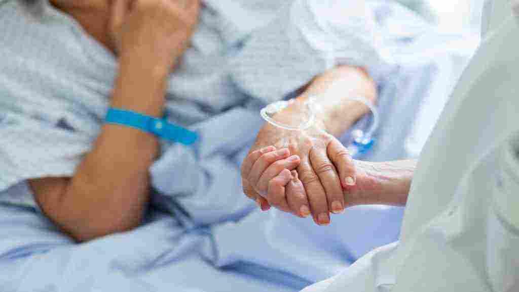 علامات احتضار مريض السرطان ومراحل وفاته والمرحلة الأخيرة من مرض السرطان بالتفصيل زيادة
