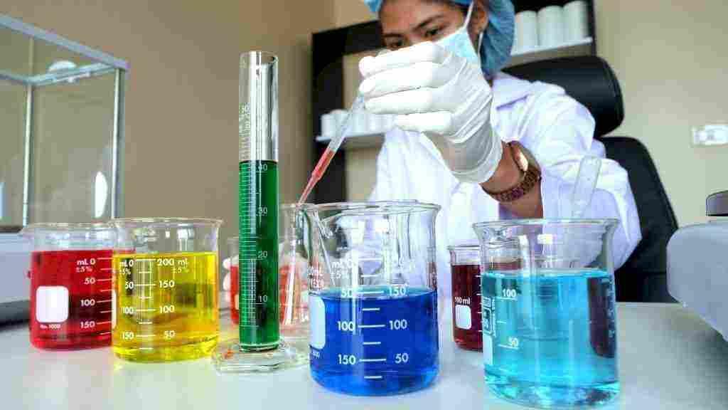 تفاعل الصوديوم مع الماء وخطوات اجراء التفاعل واهم العوامل الناتجة عنه زيادة