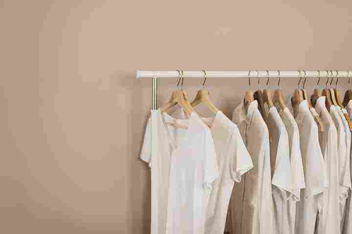 الثوب الأبيض في المنام لابن سيرين والتفسير للعزباء والمتزوجة والحامل زيادة