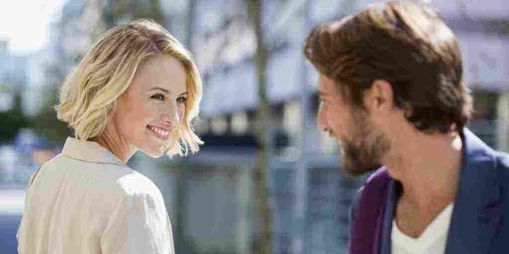 نظرات الرجال ومعانيها وكيف تكون نظرة الأعجاب عند الرجال زيادة