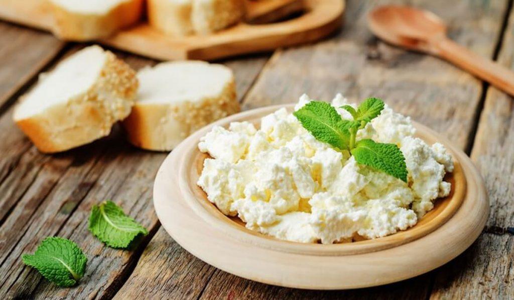 تفسير حلم الجبنة القريش في المنام للعزباء والمتزوجة والرجل زيادة