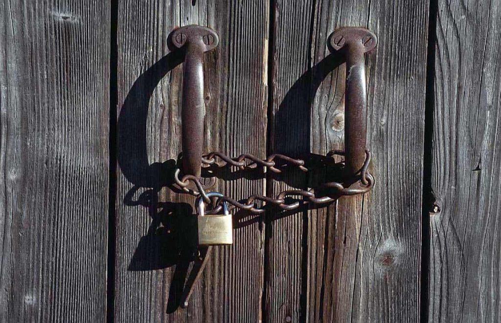تفسير حلم الباب الحديد لابن شاهين وتفسير الباب القديم في المنام زيادة
