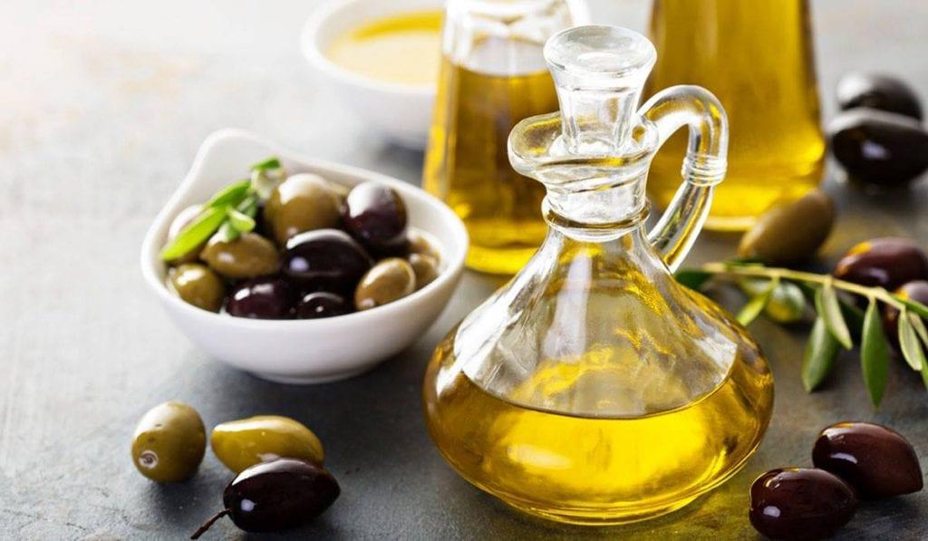 هل زيت الزيتون يزيد الوزن وأنواع زيت الزيتون وأهميته زيادة
