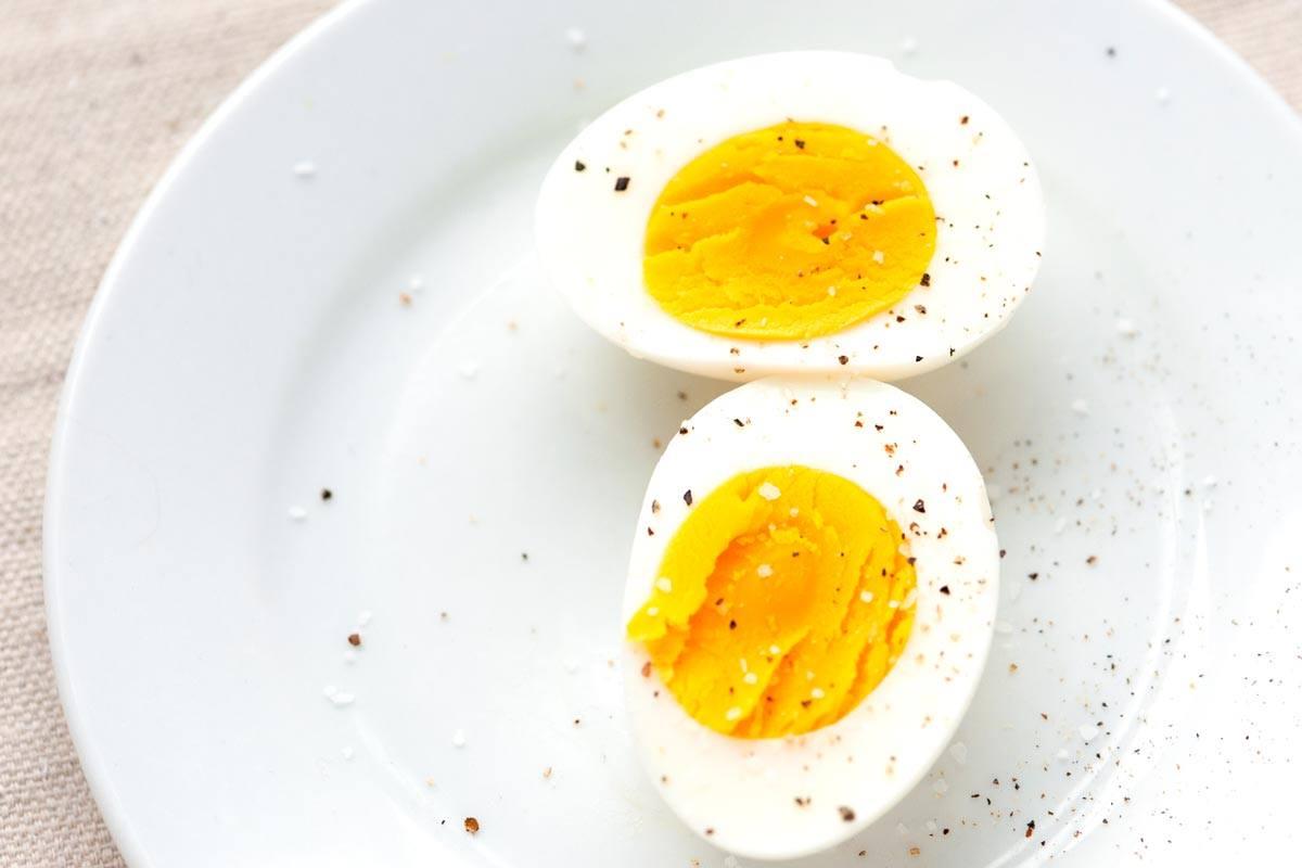 البيض المسلوق يهيج القولون أم لا وفوائد البيض للجسم وأطعمة مفيدة لمرضى القولون زيادة
