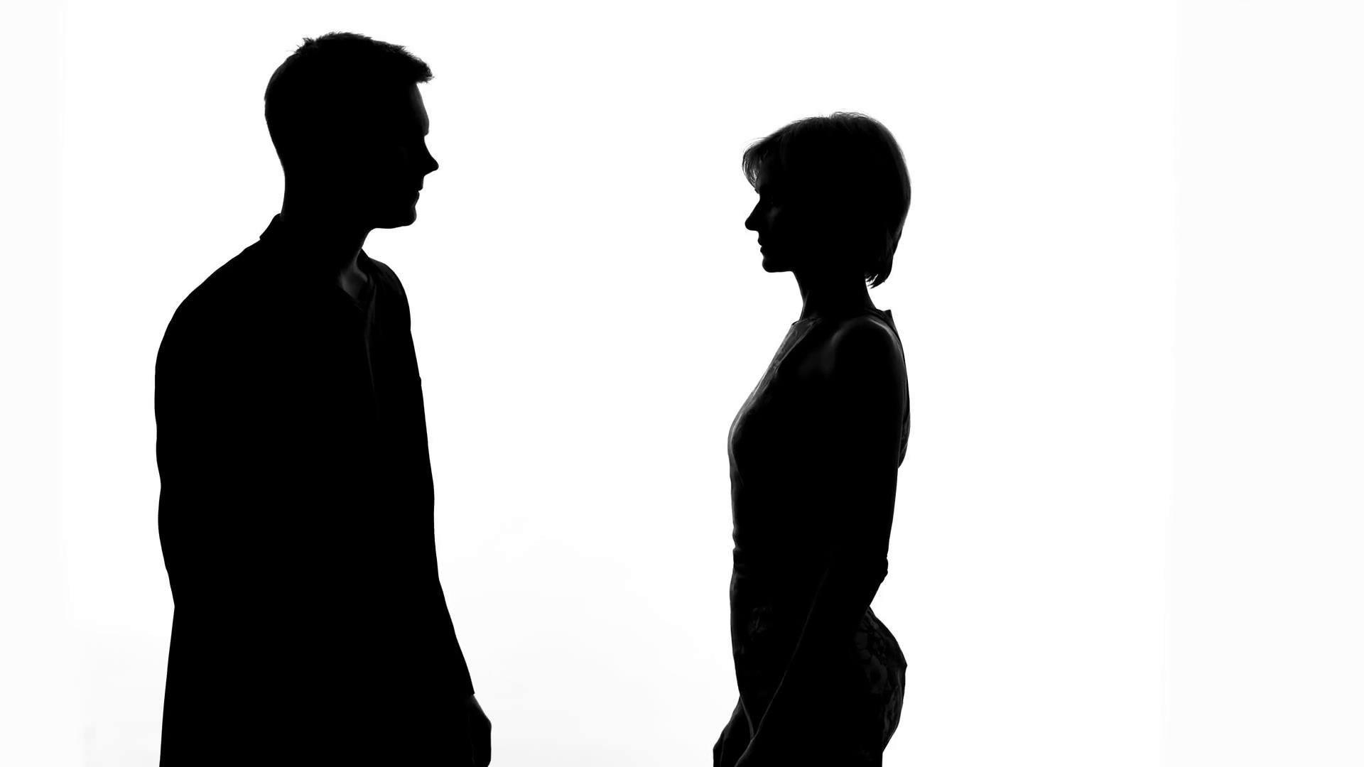 تفسير حلم خروج المرأة من بيت زوجها وابتعادها عنه وترك البيت وزعلها زيادة