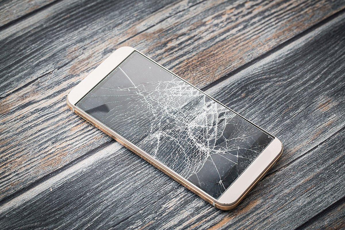 تفسير حلم تحطم شاشة الهاتف للعزباء والمتزوجة وللحامل زيادة