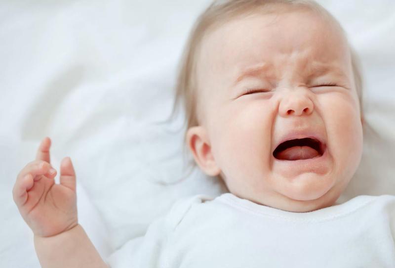 سبب بكاء الطفل المفاجئ وهو نائم وكيفية تهدئته زيادة