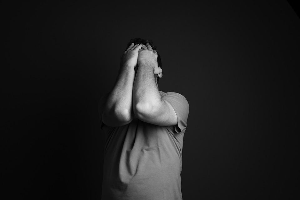 هل الاكتئاب من علامات الموت وما أسبابه وأعراضه زيادة