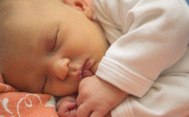 درجات اليرقان عند حديثي الولادة واستمرار الصفار عند الرضع لأكثر من شهر زيادة
