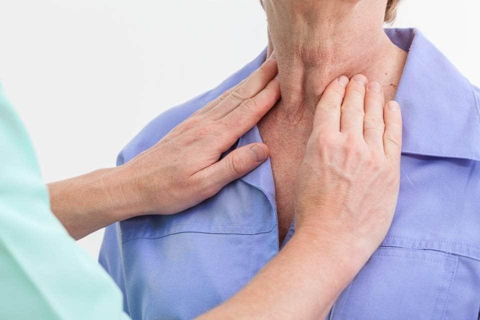 أعراض تضخم الغدة الدرقية البسيط وعلاجها وأسبابها زيادة