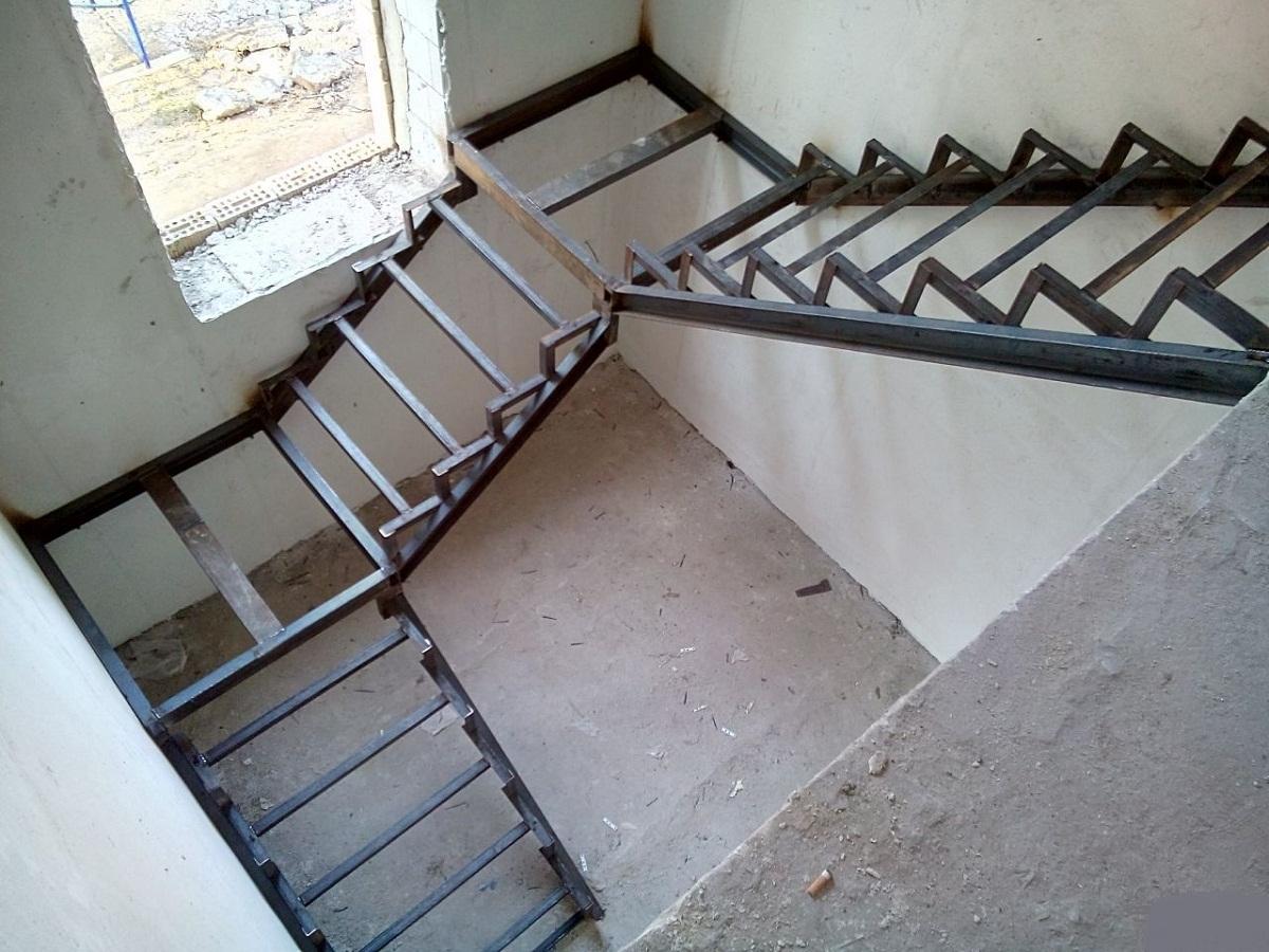 تفسير حلم الدرج المقطوع في المنام للعزباء والمتزوجة والحامل والمطلقة والرجل