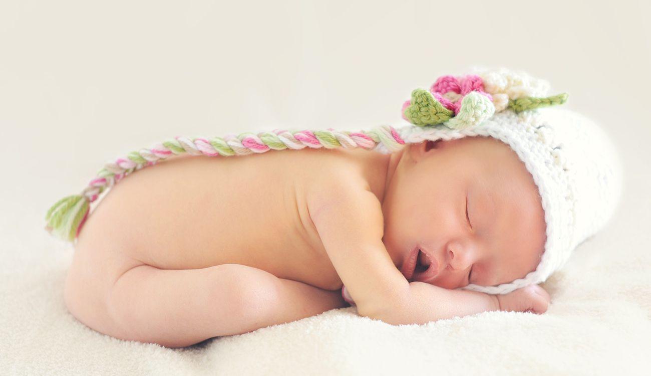 تفسير حلم رؤية ولادة البنت في المنام للعزباء والمتزوجة والحامل والمطلقة زيادة