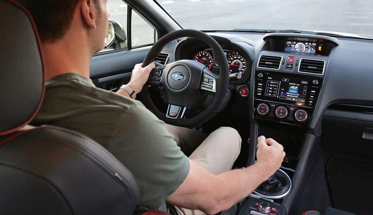 تفسير حلم قيادة السيارة بسرعة في المنام للعزباء والمتزوجة والحامل والمطلقة والرجل زيادة