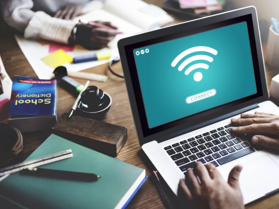 كيفية تشغيل Wi-Fi على كمبيوتر محمول يعمل بنظام Windows 7