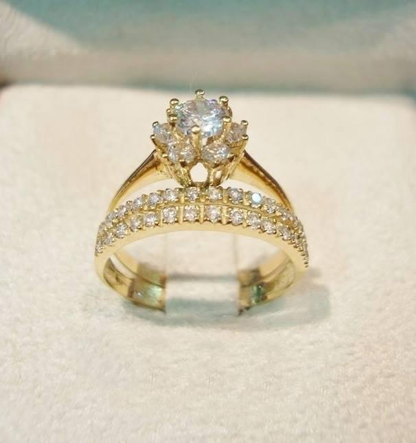 تفسير رؤية الماس في المنام لامرأة عزباء وامرأة متزوجة ورجل وامرأة حامل.