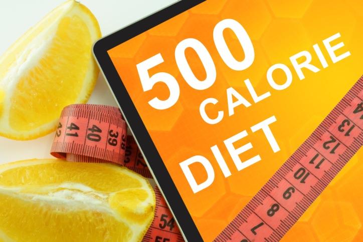كم ينخفض نظام غذائي 500 سعرة حرارية؟